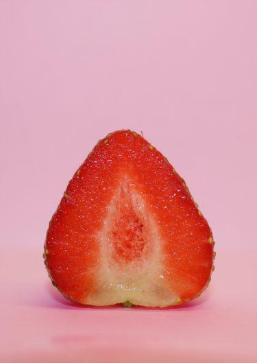 イチゴが乗っているプレミアムロールケーキに出会いたい。