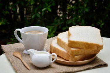 はじめての「生」食パン。美味しい。でもデニッシュパンでよくないかしら。